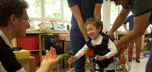 Испанцы представили экзоскелет для помощи парализованным детям