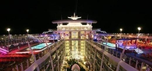 Самый большой в мире круизный корабль под названием Очарование Морей