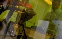 Новая методика позволяет использовать лазерное излучение для поиска взрывчатки, наркотиков или других веществ. Наркотики можно обнаруживать на расстоянии от 10 до 100 метров, а метан – до 10 км.