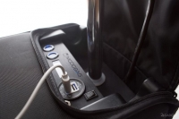 Чемодан с возможностями электромопеда и зарядкой гаджетов