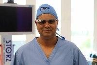 Очки от Google позволили провести операцию по удалению раковой ткани в прямом эфире. Студенты-медики со всего мира имели возможность интерактивно общаться с хирургом в процессе операции.