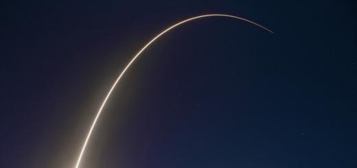 Компания SpaceX осуществила успешный запуск ракеты Falcon 9, которая вывела в космос два коммерческих телекоммуникационных спутника. Об этом посредством сети микроблогов Twitter сообщил глава компании Элон Маск.