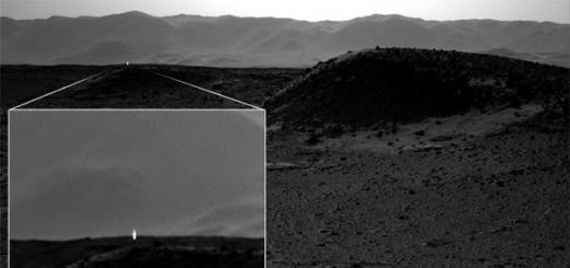 Загадочное яркое свечение на поверхности Марса запечатлел американский марсоход Curiosity.