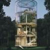Стеклянный дом вокруг живого дерева
